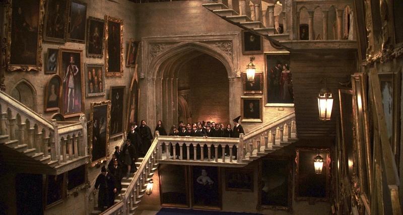 Лестница в Хоргвардсе. Кадр из фильма Гарри Поттер. Пример-сатира глупому правилу поведения на лестнице в московской школе | Мир в слове. Блог о том, как привить ребенку любовь к чтению